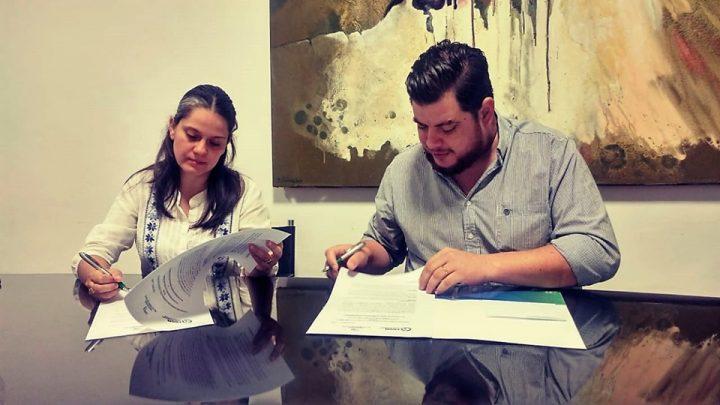 Firma de convenio con la Universidad de la Cuenca del Plata
